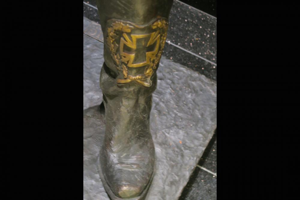 Lemmy-Statue-Boot.jpg
