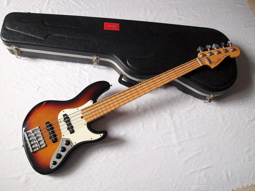 fender-jazz-bass-deluxe-v-usa-1.jpg