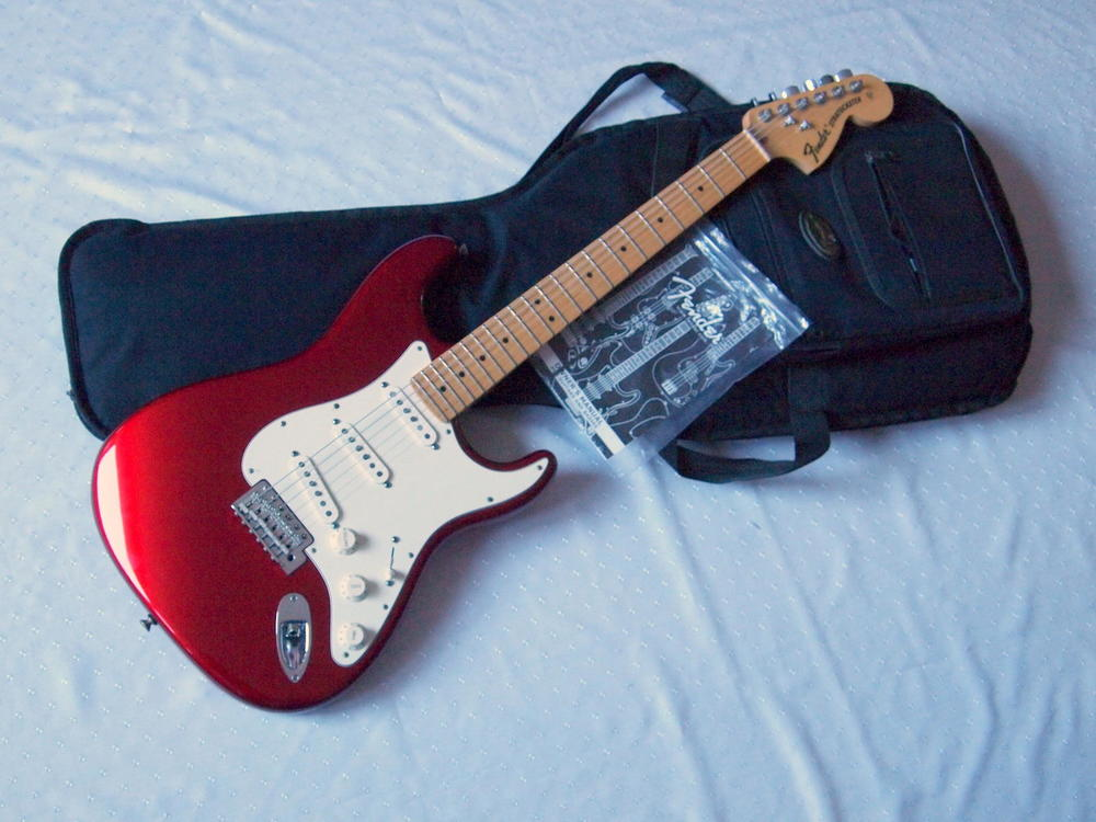 fender-stratocaster-american-special-1.jpg