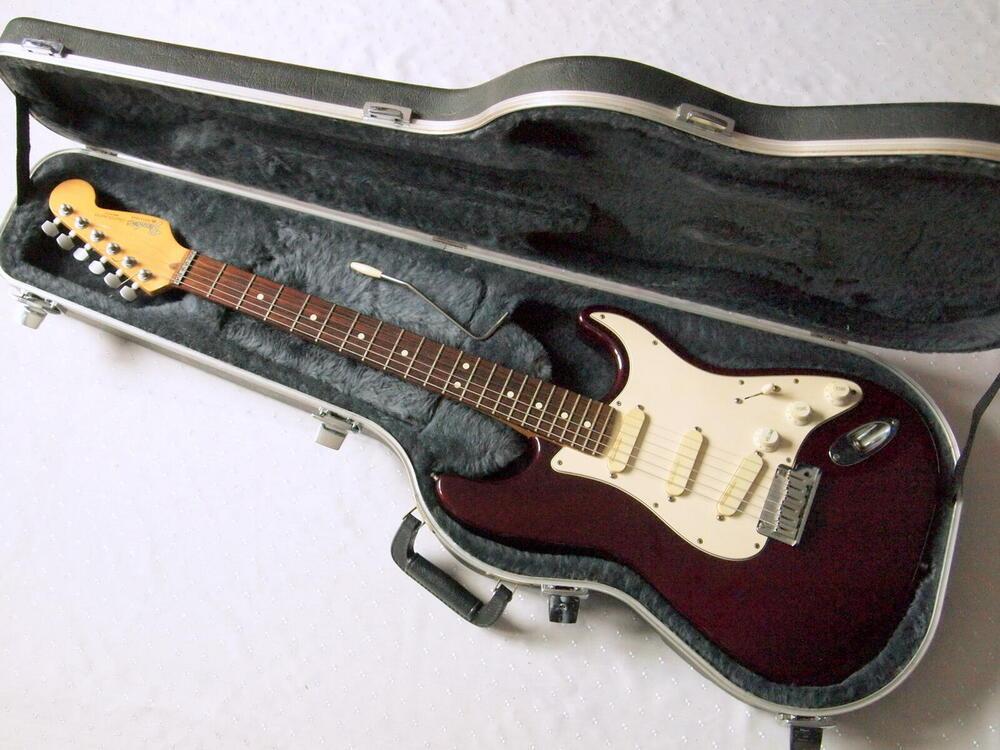 fender-strat-plusdeluxe-stratocaster1.jpg