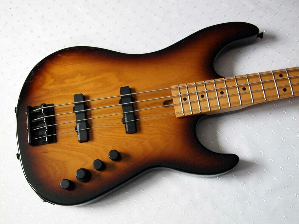 schecter-jazzbass-texas-1.jpg