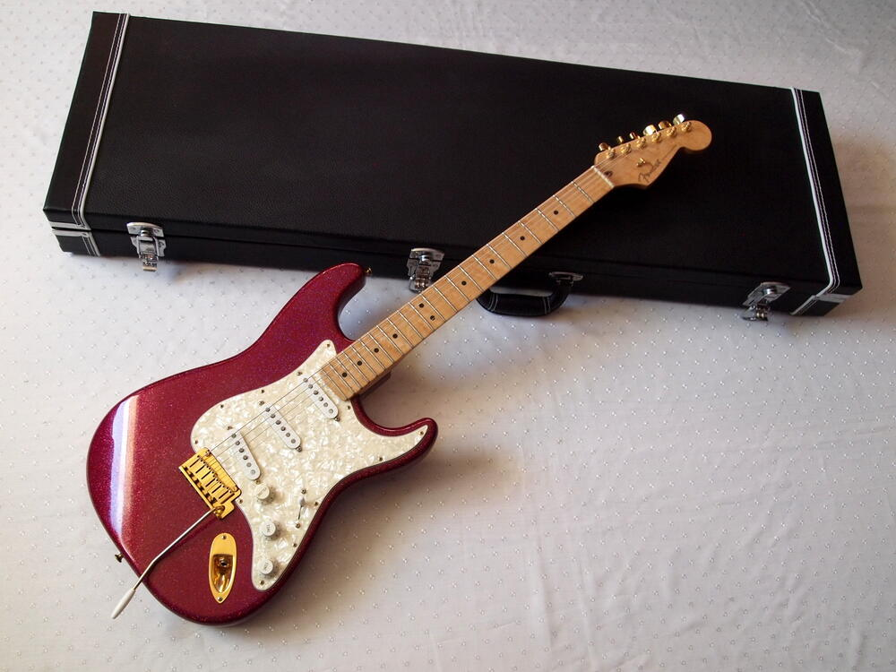 Fender-CS-Stratocaster-MysticViolet.jpg