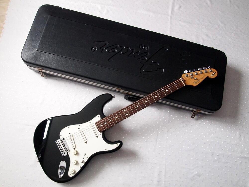 Fender-strat-40ann.jpg
