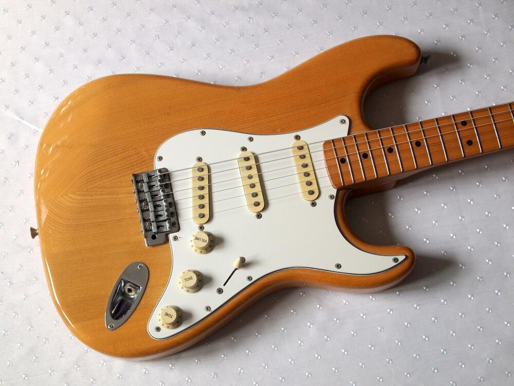 Fender-st72-nat.jpg